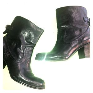FRYE Lucinda Short black leather heeled booties